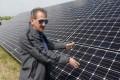 Mórahalom, Pásztor Ferenc energetikus megmutatta a mórahalmi napelem farmot. fotó: Kuklis István